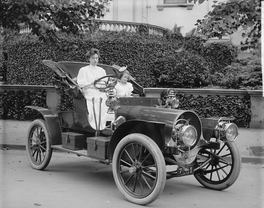 1907 Franklin Model D roadster automobile
